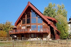 Pioneer Ridge - Private Home Rentals :: Gather with friends & family in one of our spacious home rentals. From luxury chalets to simple mountain homes, 3 -12 bedrooms. One-of-a-kind properties w/ various amenities!